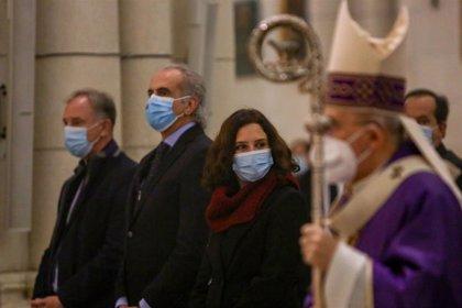 """Osoro defiende en la misa por los médicos fallecidos """"que nadie se salva solo, sólo es posible salvarse juntos"""""""