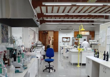 El Laboratorio Enológico de Jumilla realiza más de 30.000 análisis anuales de uvas y vinos para garantizar la calidad
