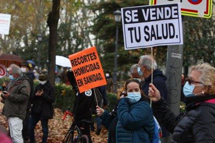 """La Marea Blanca se moviliza en Madrid contra los """"recortes"""" en Sanidad y el """"ladrillazo"""" del Hospital Isabel Zendal"""