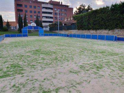 El Ayuntamiento de Calahorra repara la pista multideporte del 3X3 del sector B5
