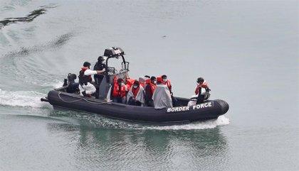 Los guardacostas franceses rescatan a 64 migrantes en el Canal de la Mancha
