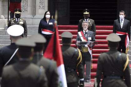 """Sagasti descarta cambios en la Constitución peruana por falta de """"tiempo"""" y """"legitimidad"""""""