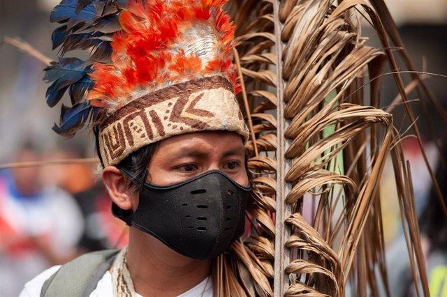 Uno de los participantes en la huelga indígena celebrada en Colombia el pasado mes de octubre.