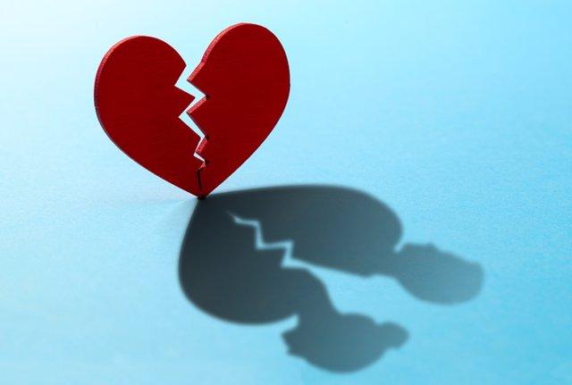 Corazón roto por el divorcio.