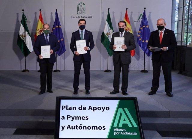 Firma del acuerdo el 16 de noviembre del presidente de la Junta, Juanma Moreno, con CEA, ATA y Cámaras de Comercio, para ayudas a los autónomos.