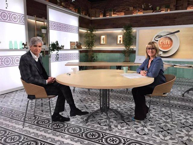 El secretari de Salut Pública de la Generalitat, Josep Maria Argimon, i la periodista Gemma Nierga