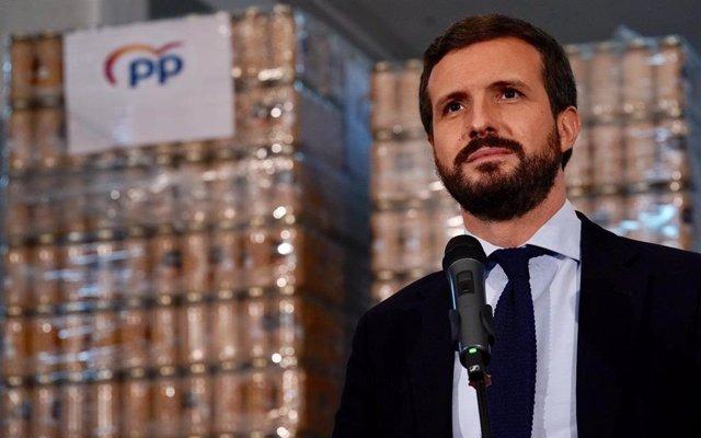 El president del PP, Pablo Casado, visita un  Banc d'Aliments a Reus, Tarragona (Espanya), 27 de novembre del 2020.