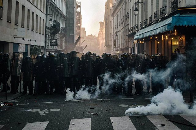 28 November 2020, France, Paris: Police officers fire tear gas during a demonstration against brutality and the controversial Global Security bill that will restrict video recordings of police operations. Photo: Jan Schmidt-Whitley/Le Pictorium Agency via