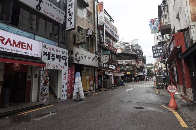 27 August 2020, South Korea, Seoul: A general view of a deserted street at Jongno District during the lockdown due to the spread of the coronavirus (COVID-19) pandemic. Photo: -/YNA/dpa