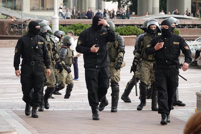 27 August 2020, Belarus, Minsk: Members of the AMAP (OMON) special police forces take position during a protest at the Independence Square against Belarusian President Alexander Lukashenko. Photo: Ulf Mauder/dpa