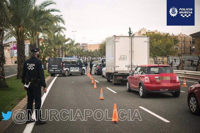 Control de la Policía Local de Murcia para el cumplimiento de las restricciones de movilidad