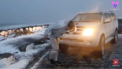 """El cazador de tormentas Muhammed Kizilkaya graba el paso de una """"bomba meteorológica"""" en Islandia"""