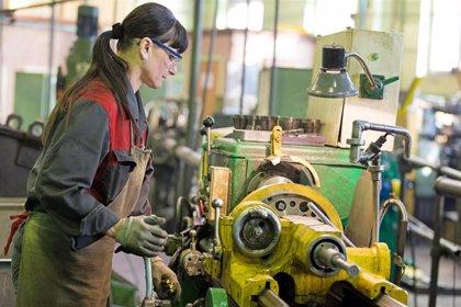 """Empresarios valencianos valoran la """"apuesta"""" de nueva estrategia europea por acercar industrias estratégicas"""
