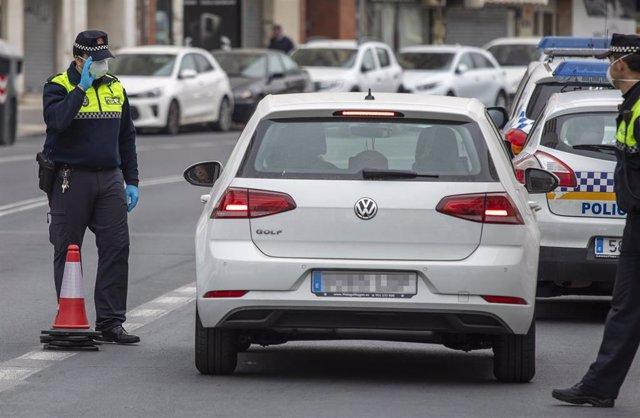 Control policial en Huelva capital.