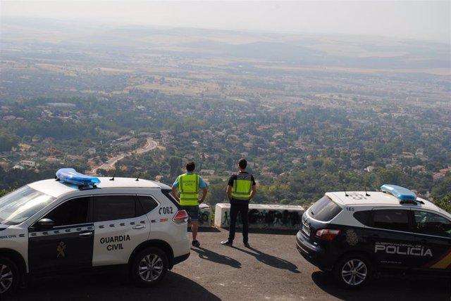 Agentes de la Guardia Civil y de la Policia Nacional en un operativo conjunto, en una imagen de archivo.