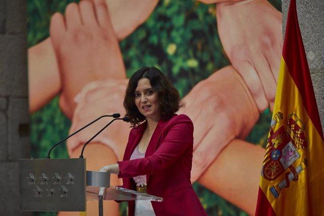 La presidenta de la Comunidad de Madrid, Isabel Díaz Ayuso, interviene durante el acto de entrega de los Premios Talento Joven-Carné Joven, en Madrid (España), a 30 de noviembre de 2020. Estos galardones tienen como objetivo apoyar la trayectoria de jóven