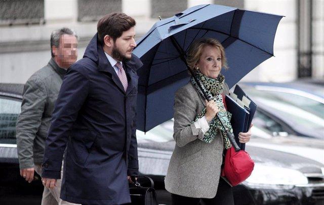 La expresidenta de la Comunidad de Madrid Esperanza Aguirre se dirige a la Audiencia Nacional de Madrid, donde testificará en relación a la presunta 'caja B' del PP regional, en Madrid (España), a 18 de octubre de 2019.