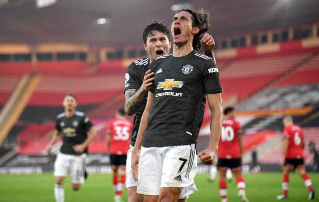 Cavani celebra un gol con el Manchester United