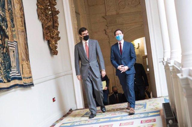 El secretario de Estado para la UE, Juan González-Barba (i) con su homólogo francés, Clément Beaune, en el Palacio de Viana