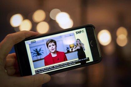 Sturgeon promete un nuevo referéndum de independencia tras las elecciones escocesas de mayo