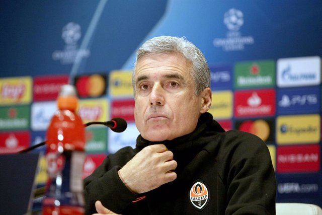 30 November 2020, Ukraine, Kyiv: Shakhtar Donetsk Head coach Luis Castro attends a press conference for the team's ahead of Tuesday's UEFA Champions League Group B soccer match against against Real Madrid CF. Photo: -/Ukrinform/dpa