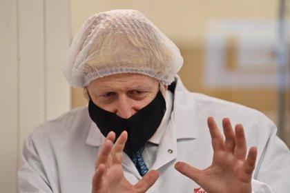 Reino Unido informa de 12.330 nuevos contagios y 205 muertes por coronavirus