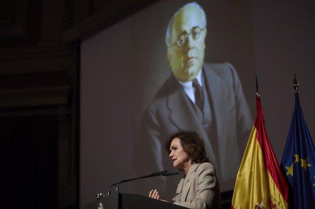 La vicepresidenta primera del Gobierno, Carmen Calvo, clausura un homenaje a Manuel Azaña en el Auditorio del Ateneo, en Madrid
