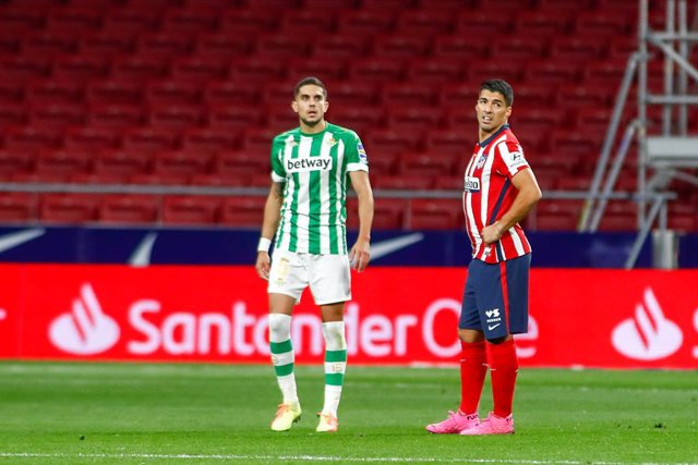 Luis Suarez of Atletico de Madrid and Marc Bartra of Real Betis in action during the spanish league, La Liga, football match played between Atletico de Wanda Metropolitano stadium on October 24, 2020 in Madrid, Spain.