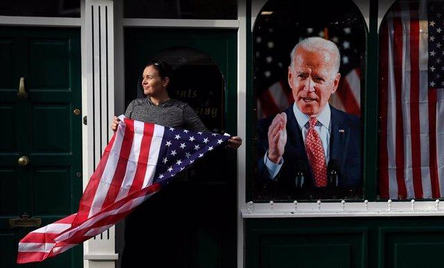 Una simpatizante del presidente electo de Estados Unidos, Joe Biden