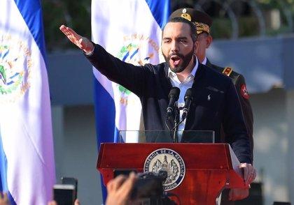 Simpatizantes del partido del presidente Bukele bloquean la sede del TSE en El Salvador