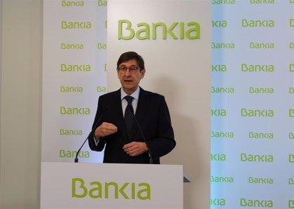 (AM) Goirigolzarri dice que la fusión con Caixabank crea un banco con gran calidad de balance y muy solvente