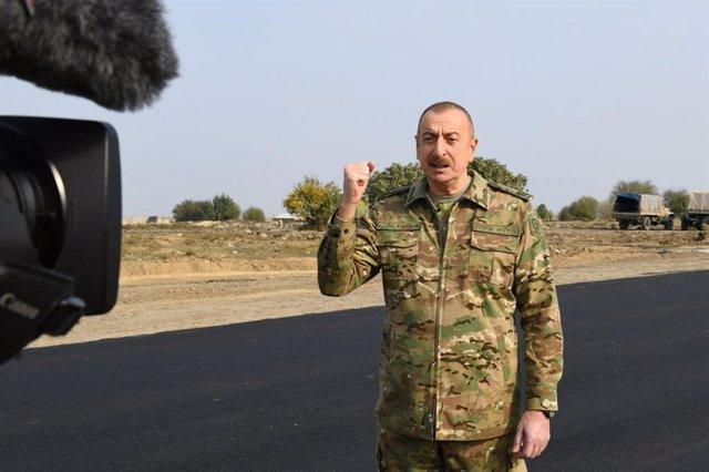 Ilham Aliyev, presidente de Azerbaiyán, en una visita a un territorio azerí recuperado tras el acuerdo de alto el fuego del 9 de noviembre