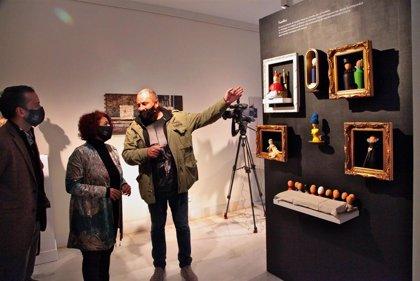 El autor Javier Remedios expone en la Vaquero Poblador de Badajoz una exposición que mezcla arquitectura, arte y humor