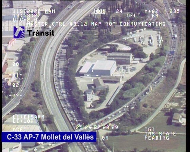 El trànsit de sortida a la C-33 i l'AP-7, Mollet del Vallès (Barcelona).
