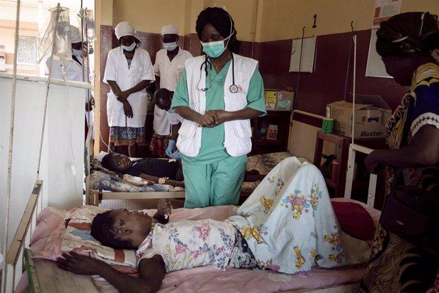 Una paciente con VIH en un hospital de Bangui apoyado por MSF