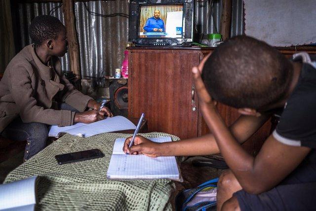 Educación a distancia en Kenia