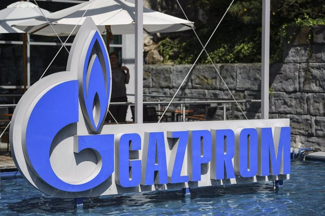 "FILED - 27 August 2019, Baden-Wuerttemberg, Rust: The logo of the Russian energy supplier ""Gazprom"" can be seen in a water basin at Europa-Park. Gazprom suffers severe losses in 9 months due to falling sales. Photo: Patrick Seeger/dpa"