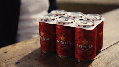 Estrella Damm ya produce todas sus latas con anillas de cartón 100% biodegradable