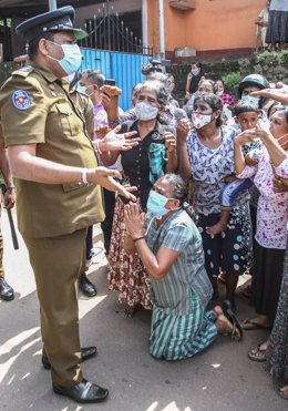 Familiares de presos en Sri Lanka.