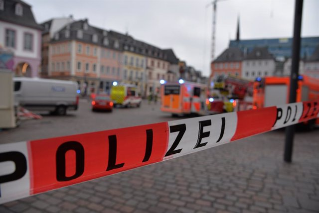 01 December 2020, Rhineland-Palatinate, Trier: A police tape cordons off the scene where two people have died after a car hit several people in a pedestrianized area. The driver has been detained and the car was seized. Photo: Harald Tittel/dpa