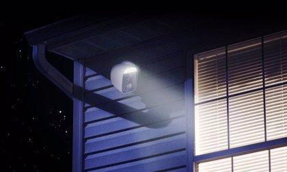 D-Link amplía su catálogo de videovigilancia con cámaras WiFi con alarma, foco de luz y lente motorizada