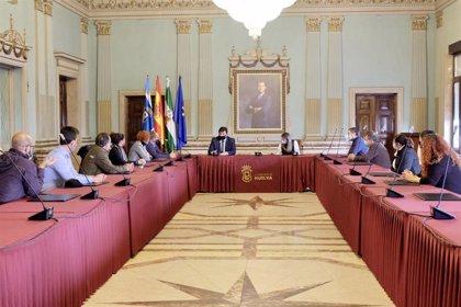 El alcalde de Huelva anuncia un refuerzo de ayudas directas para las agencias de viajes de la capital