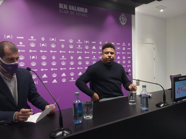 El presidente del Real Valladolid, Ronaldo Nazario, en la rueda de prensa.