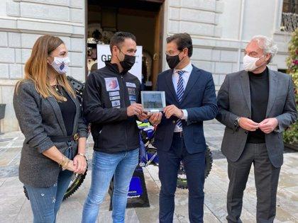 El Ayuntamiento recibe a Yayo Carbonell antes de su participación en el rally Dakar 2021