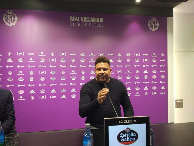 El presidente del Real Valladolid, Ronaldo Nazario, durante la rueda de prensa.