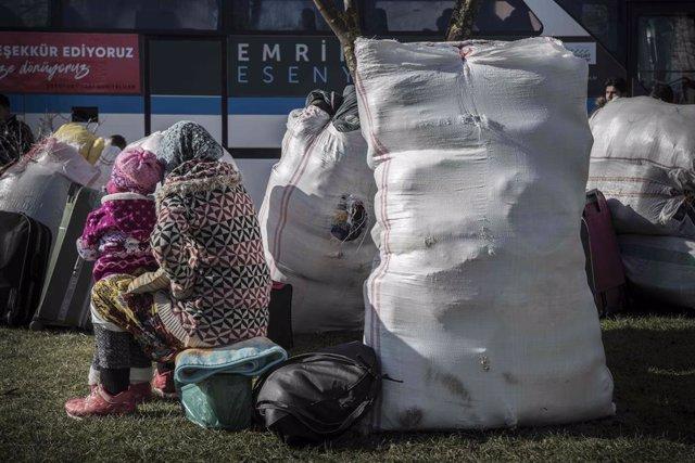 Una refugiada siria y su hija en la ciudad de Estambul, en el noroeste de Turquía