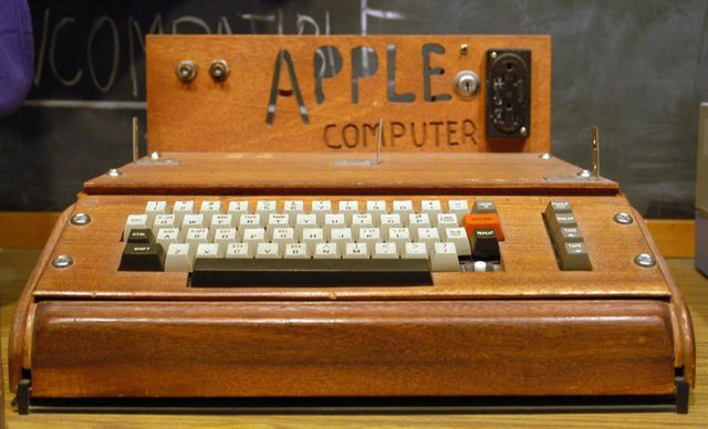 Apple I creado por Steve Wozniak.