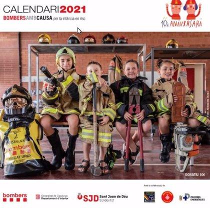 El calendario de Bomberos de la Generalitat recauda en diez años 500.000 euros para 17 proyectos