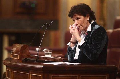 """Celaá acusa al PP de crear una campaña contra su ley e infundir en los niños ideas políticas: """"Me parece deleznable"""""""