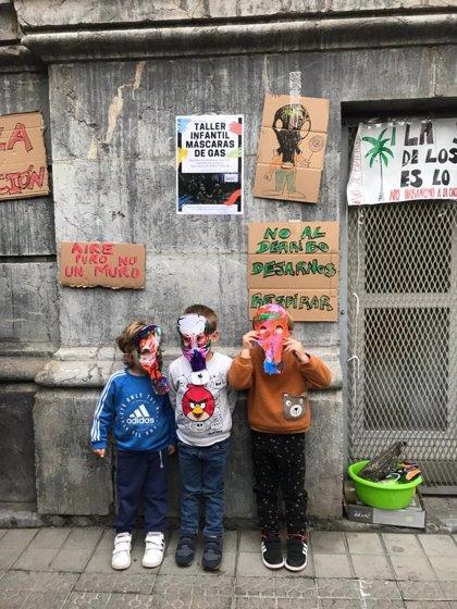 """Escolares del Colegio Cervantes de Bilbao realizan """"máscaras de gas"""" para """"protegerse"""" ante el derribo de la BAM"""